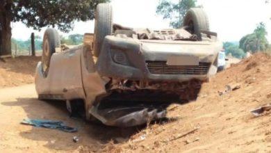 Photo of Ao desviar de animal, condutor perde controle da direção e capota camionete