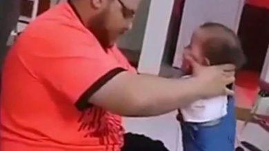 Photo of Homem que aparece em vídeo torturando o filho é espancado na cadeia