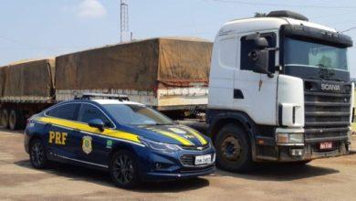 Foto de PRF apreende 30m³ de madeira sendo transportados de forma ilegal