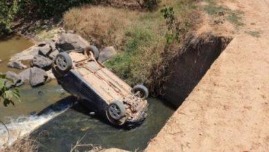 Photo of Motorista perde controle da direção e vai parar dentro de rio