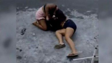 Photo of Mulheres são flagradas no meio da rua brigando por causa de homem