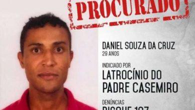 Photo of Polícia divulga imagem de foragido envolvido no latrocínio de padre