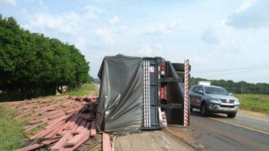Photo of Veículo de passeio freia bruscamente no meio da pista e causa grave acidente na BR-364
