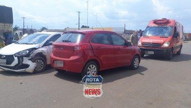 Photo of Mulher se distrai ao olhar GPS, invade a contramão e colide contra carro em Vilhena