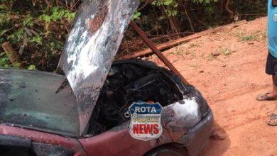 Foto de Veículo pega fogo na área rural de Vilhena nesta quarta-feira