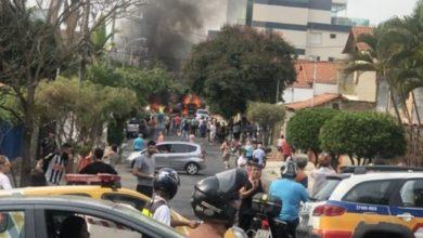 Photo of Queda de avião em bairro residencial  deixa três mortos
