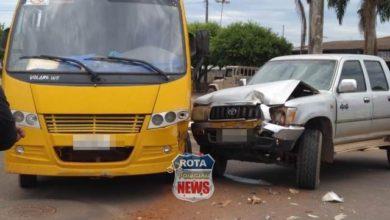 Photo of Colisão entre camionete e ônibus escolar é registrada em Cerejeiras
