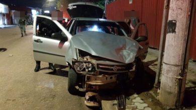 Photo of Motorista avança preferencial, é atingido por carro e ainda bate em poste