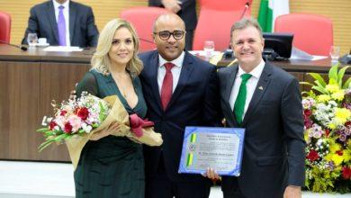 Photo of Luizinho Goebel entrega o título de Cidadão Honorífico de Rondônia ao conselheiro Wilber Coimbra