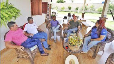 Foto de Luizinho Goebel se reúne com membros da APAC em Vilhena