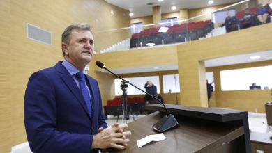 Photo of Deputado Luizinho Goebel parabeniza os professores e destaca a inauguração da nova sede do NACC