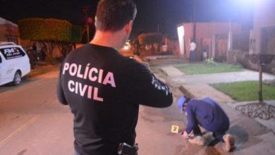 Photo of Jovem é assassinado na frente da esposa após briga em casa noturna