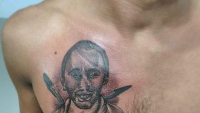 Photo of Estudante tatua rosto de autor do hit 'Caneta azul' no peito