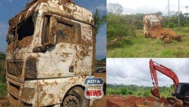 Foto de Polícia Civil recupera caminhão e uma prancha que foram roubados e enterrados em fazenda