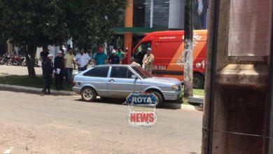 Foto de Motorista atinge poste e derruba luminária no Centro