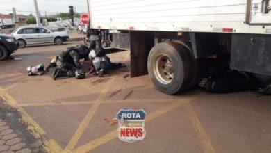 Photo of Garotas ficam gravemente feridas após acidente entre moto e caminhão