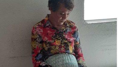 Foto de Homem se veste de mulher e tenta fazer prova do Detran no lugar da mãe