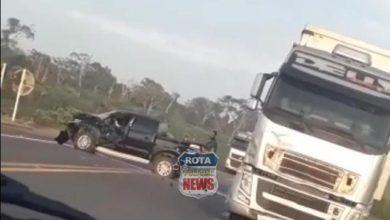 Foto de Camionete e carreta se envolvem em acidente no trevo de Colorado na BR-364