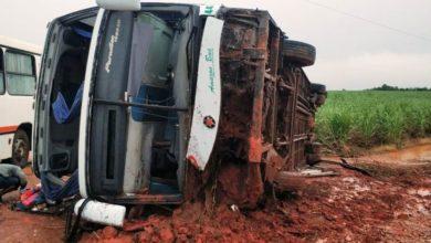 Photo of Ônibus da Eucatur com 30 passageiros tomba e deixa feridos em estado grave