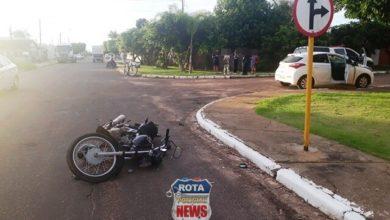 Photo of Motociclista sofre escoriações após ser atingido por carro cuja motorista avançou preferencial
