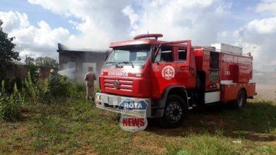 Photo of Homem coloca fogo em cachopa de marimbondo e casa pega fogo no setor 12