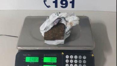 Foto de Vilhenense é presa pela PRF e PM com quase meio quilo de drogas amarradas no corpo