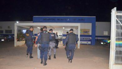 Photo of Homem faz mulher de refém dentro do Hospital de Jaru e acaba baleado pela Polícia Militar
