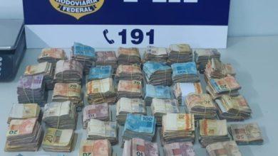 Photo of Em Vilhena, PRF apreende quase duzentos mil reais em espécie em fundo falso de veículo
