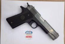 Photo of Polícia Civil divulga fotos de itens apreendidos com acusados de roubar e atear fogo em carro