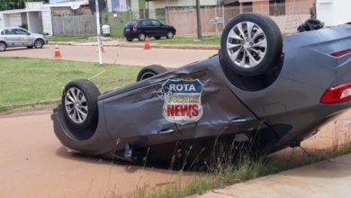 Photo of Veículo capota após colisão entre carro e quatro pessoas ficam feridas em Vilhena