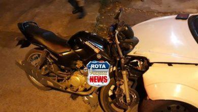 """Photo of Motocicleta fica """"cravada"""" em veículo após acidente no bairro Bela Vista"""