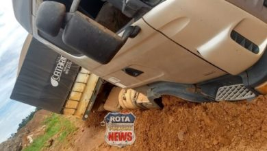 Photo of Caminhões e carros de passeio caem em buracos no setor 12 e moradores procuram a imprensa