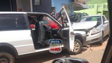 Photo of Colisão frontal entre veículos resulta em danos materiais