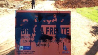 Foto de Vândalos picham muros, placa e três menores são detidos