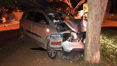 Photo of Médico sobe em canteiro central, atinge árvore e fica ferido ao desviar de carro da Energisa em Vilhena