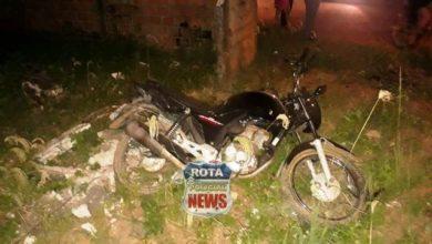 Photo of Motocicleta atinge muro após acidente com motoneta na avenida Vitória Régia em Vilhena