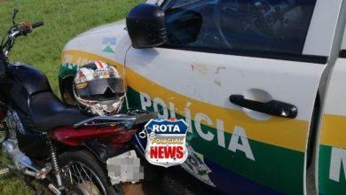 Photo of Motociclista inabilitado foge da polícia, atinge viatura policial, fica ferido e acaba detido em Vilhena