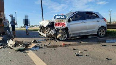 Foto de Motorista de carreta reduz a velocidade e motorista de carro de passeio o atinge na BR-364