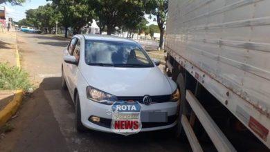 Photo of Colisão entre caminhão e carro de passeio é registrada em semáforo da avenida Paraná