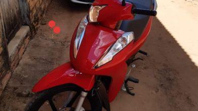 Foto de Mulher é derrubada de moto e tem veículo roubado em Vilhena