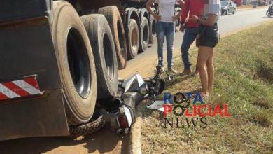 Foto de Livramento: moto vai parar embaixo de carreta, mas motociclista pula a tempo em Vilhena