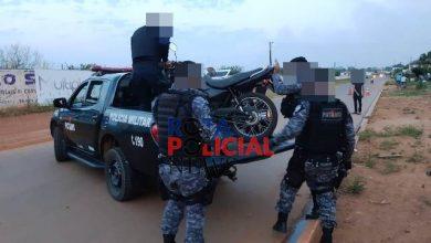 Foto de Adolescente com garota na garupa de moto foge da polícia, atinge viatura em acidente e é detido em Vilhena