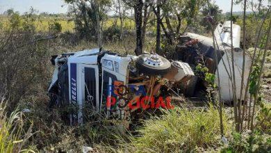 Foto de Caminhão de combustível de posto vilhenense tomba em rodovia