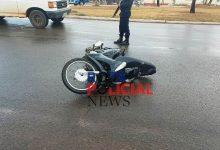 Foto de Motociclista atinge veículo que avançou em rotatória da BR-364
