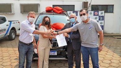 Foto de Após solicitação de Delegada, deputado Luizinho Goebel destina e entrega viatura para atender as ações da DEAM