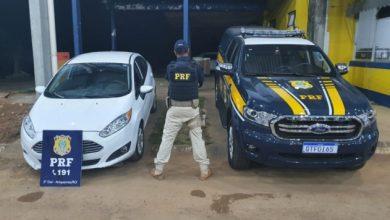 Foto de PRF identifica veículo adulterado com restrição de roubo/furto