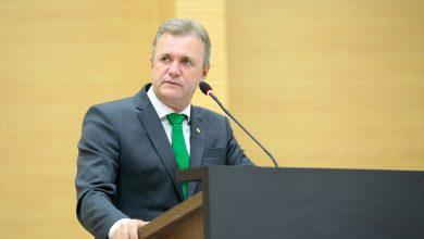 Foto de Luizinho Goebel destaca eficiência do processo eleitoral brasileiro