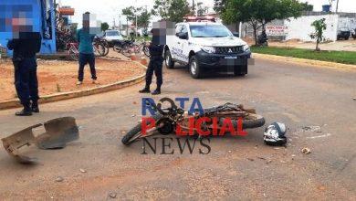 Foto de Carro e moto se envolvem em acidente na Melvin Jones