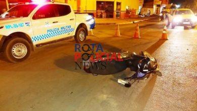 Foto de Motorista embriagado bate em motoneta, deixa mulher ferida e é abordado por populares