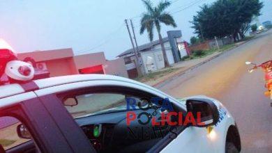 Foto de Motociclista fura sinal vermelho na frente da polícia, demonstra nervosismo e é preso com drogas